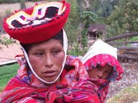 Mother and child in Ollantaytambo