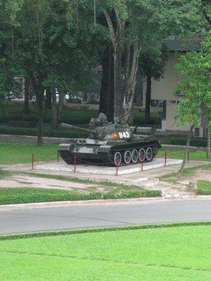 Tank_that_entered_upclose.jpg