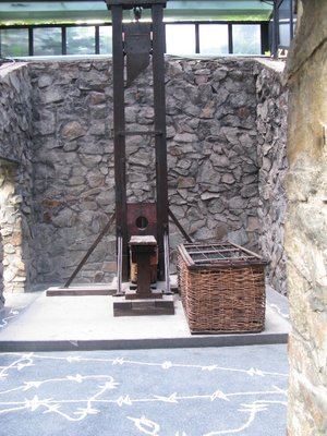 guillotine_in_full.jpg