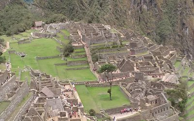 looking down on the educational portion.buildings to the right housed separate men's and women's living quarters. Larger units for teaching architecture, astronomy etc. Across from that are smaller temples for worship