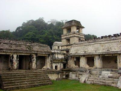 Palenque_4_palacio.jpg