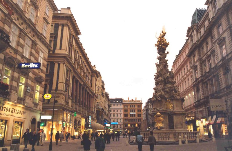 Evening shoppers at Graben in Vienna Austria May 2006