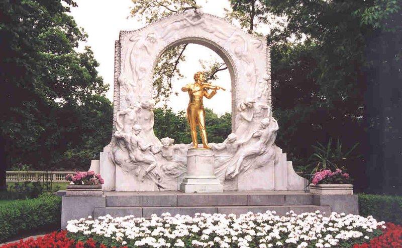 Johann Strauss golden statue at Stadtpark in Vienna