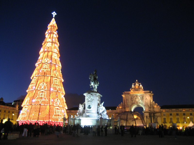 Lisbon Christmas Tree (Portugal) - Travellerspoint Travel Photography
