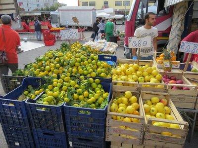 Puglia lemons markets