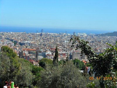 Bar_park_guell_view.jpg