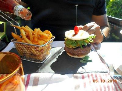 Bar_rest_5j_burger.jpg