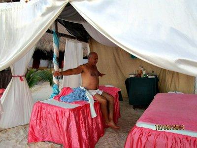 Isla_mujeres_beach_tent_g.jpg