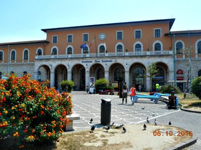 Pisa_train_station.jpg