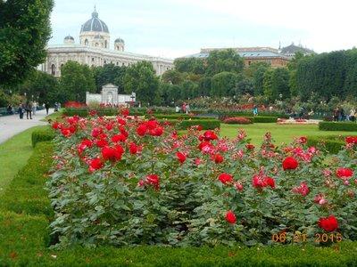 Vienna_volksgarten.jpg