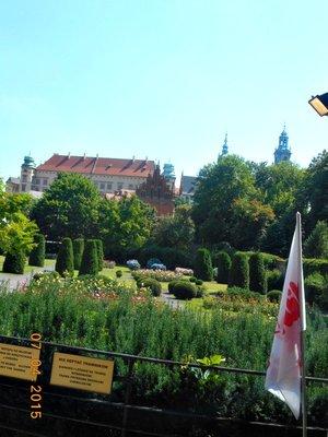 krakow_arch_museum_grdn.jpg