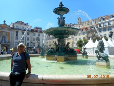 lisbon_fountain_g.jpg