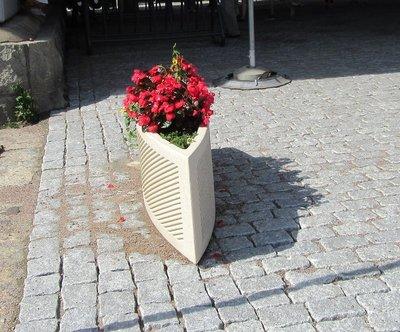 Boat shaped planter
