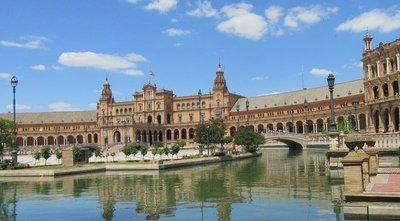 The Plaza de Espana is built in a semicircle