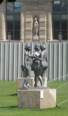 Female statues in the garden 2