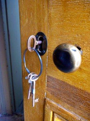 Keys_in_door.jpg