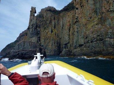 Sea_stack_boat.jpg