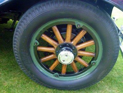 detail_wooden_wheel.jpg