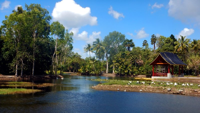 large_Freshwater_Lake_panoramic.jpg
