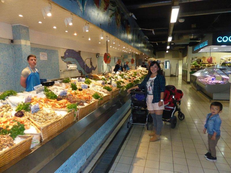 large_Avignon_market_3.jpg