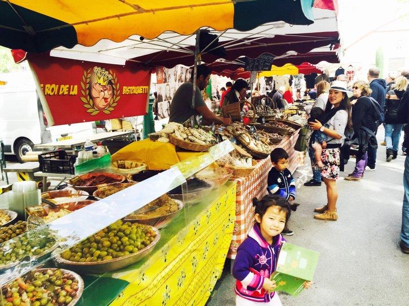 large_St__Tropez_market_2.jpg