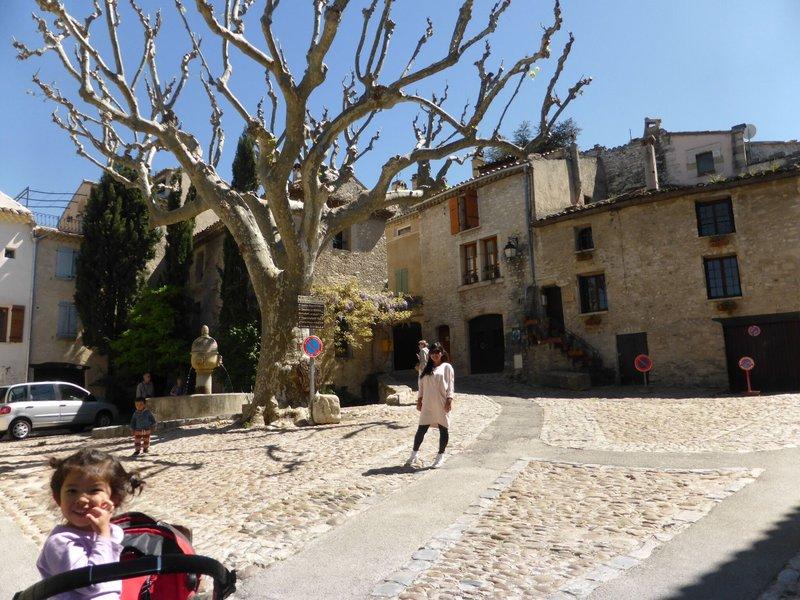 large_Vaison_la_.._old_town_9.jpg