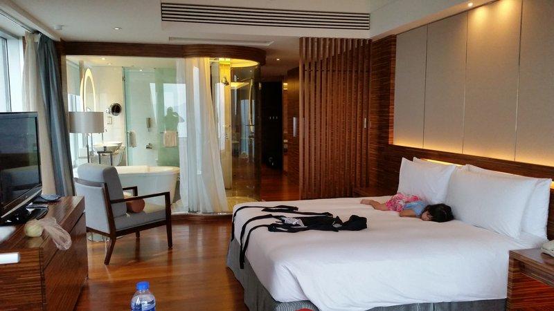 large_hk_room.jpg