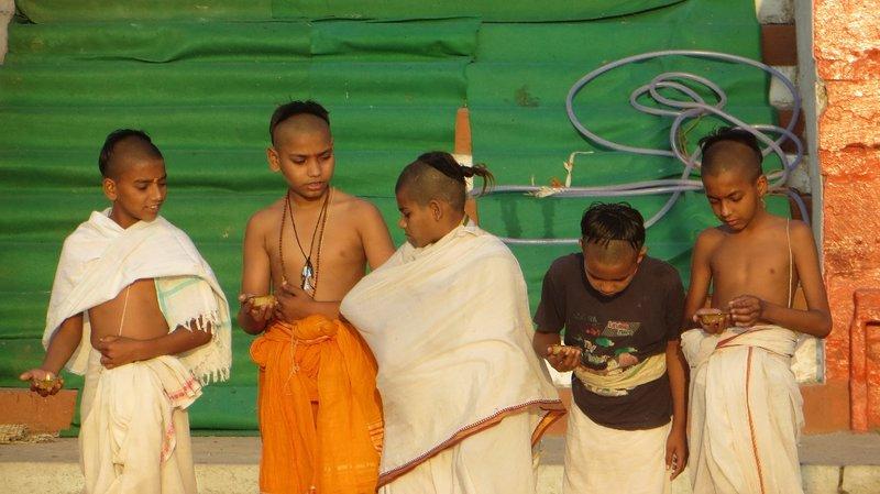 Varanasi - future priest, children