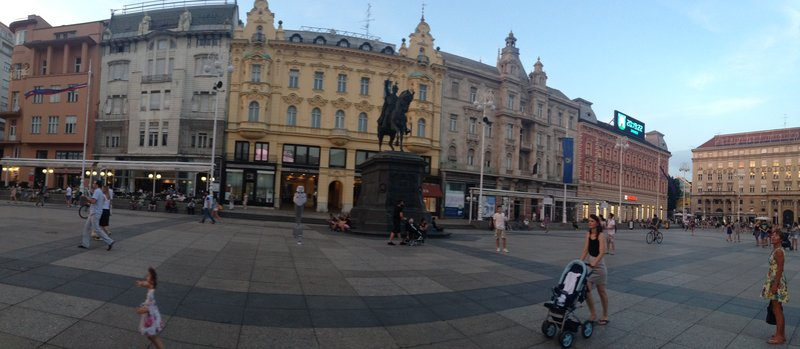 The quinella - A square and a man on a horse - Ban Jelačić Square