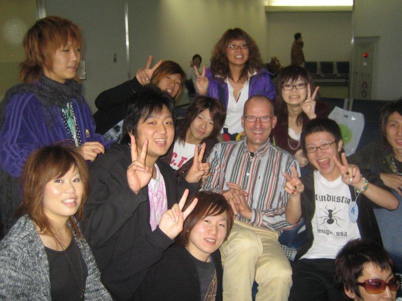 Jasper met studenten op de foto