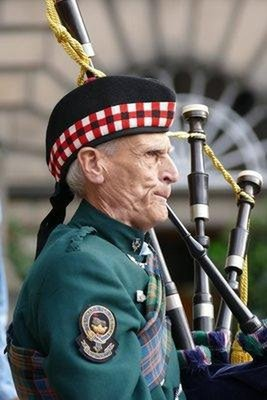 Street piper, Royal Mile, Edinburgh