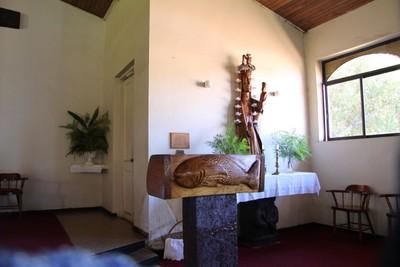 hanga-roa-church_33640933465_o.jpg