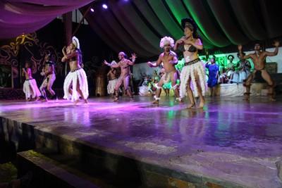 kari-kari-dance-show-hanga-roa_32826711113_o.jpg