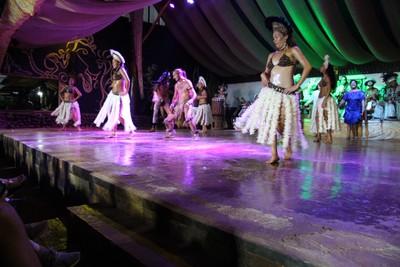 kari-kari-dance-show-hanga-roa_32827303053_o.jpg