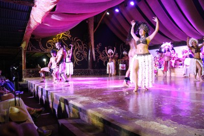 kari-kari-dance-show-hanga-roa_33600426586_o.jpg