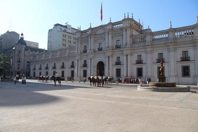 la-moneda-guard-changing-ceremony-santiago_33450352183_o.jpg