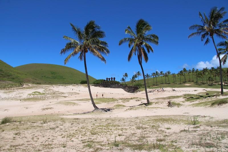 large_anakena-beach-easter-island_33114940640_o.jpg