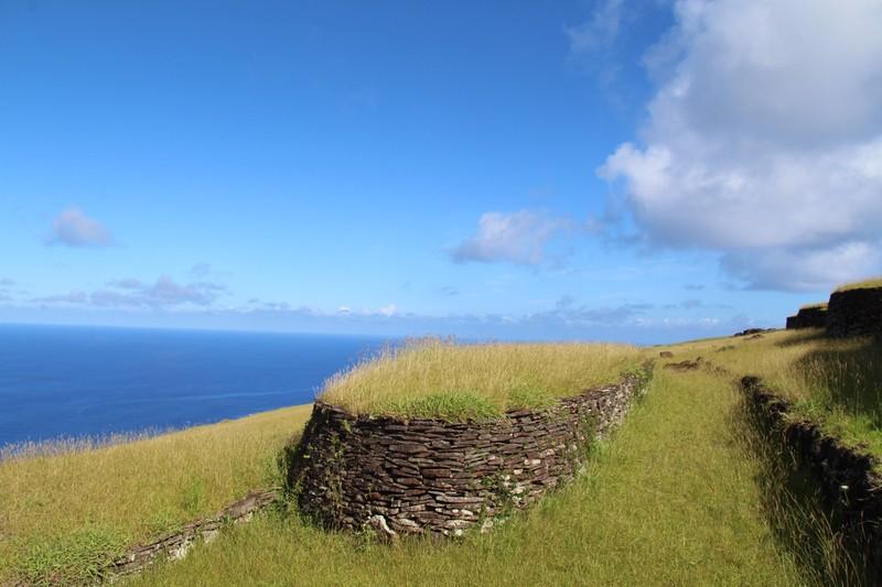large_orongo-ceremonial-village-easter-island_32436537743_o.jpg