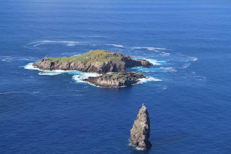 large_orongo-towards-moto-nui-and-moto-kau-easter-island_33209164396_o.jpg