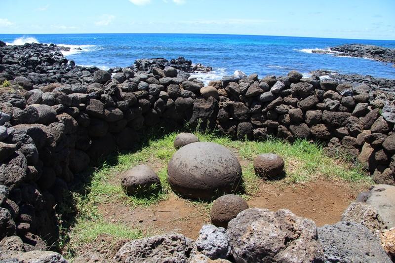 large_te-pito-kura-akahanga-easter-island_32684274743_o.jpg