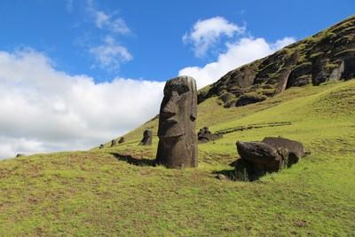 rano-raraku-moai-quarry-easter-island_32407421864_o.jpg