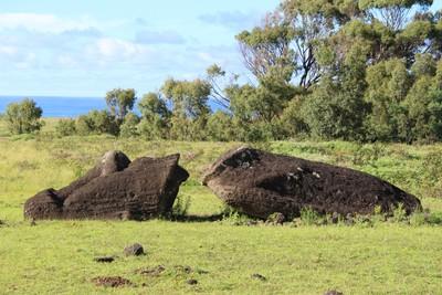 rano-raraku-moai-quarry-easter-island_33095410302_o.jpg