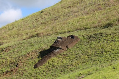 rano-raraku-moai-quarry-easter-island_33123012531_o.jpg