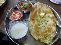Yummi Cheese Naan (Fladen) with Mushroom Massala