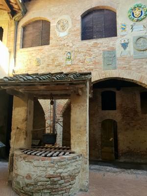 Piazza well Certaldo