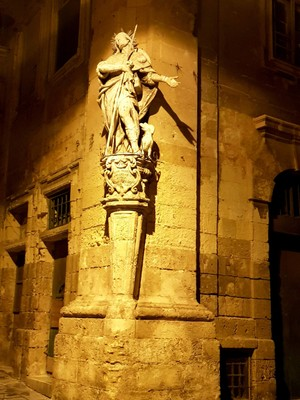 M - street corner Valletta