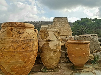 C-Earthenware pots Knossos