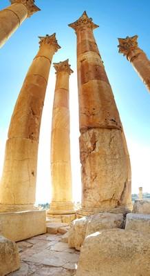 J-Jerash crazy columns