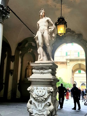 Statue Riccardi Medici palace