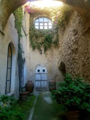 Inner courtyard Castello Aragonese